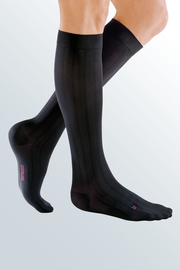 csm_man-with-black-compression-stockings-mediven-for-men-m-7911_6bbdb85d96